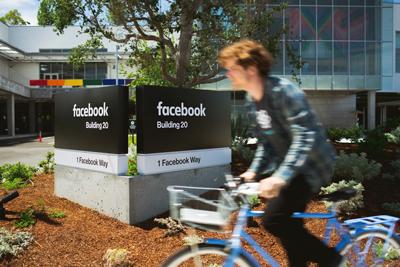 facebook_2015_logo_signage